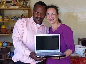 SWN's executive director, Tracy Hawkins, presents Kim with SWCEA's first computer.