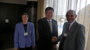 Shi received the IAQ Academician award, and was congratulated by Sr. Mary Jean Ryan, Chair of the International Academy for Quality (left), and Mr. Janak Mehta, President of the International Academy for Quality (right)