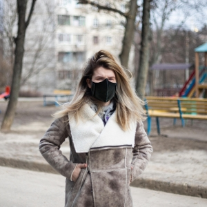 The EZY Wrap face mask isunique in that it is coated with an antimicrobial agent that is 99.99% effective in killing coronaviruses related to the novel coronavirus that causes Covid-19.